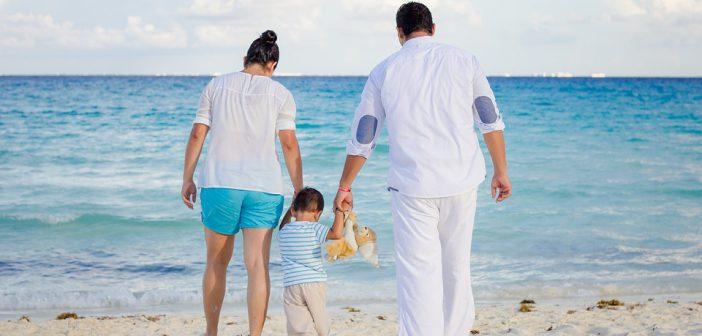 Bien s'occuper de son bébé sur les plages brûlantes des Caraïbes
